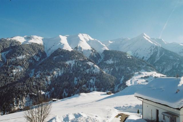 4.5 Zimmer-Dachwohnung mit Aussicht im schönen Bergdorf Lumb 16708079