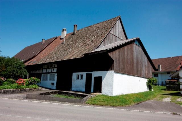 Bauernhaus mit Scheune im alten Dorfkern mit schöner Gartena 15978943