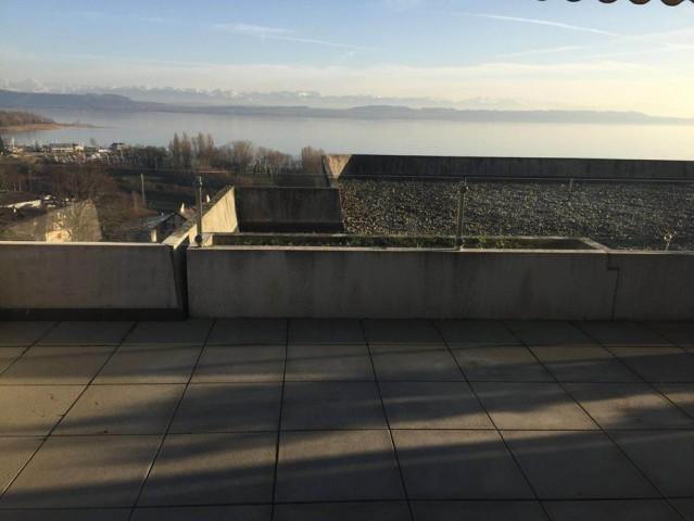 Splendide et spacieux attique avec magnifique vue sur le lac 15182533