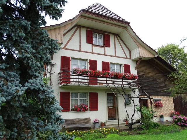 Familienhaus mit Ökonomiefläche und Erweiterungspotential 16707078
