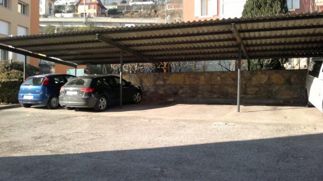 Place de parc extérieur couverte 16359292