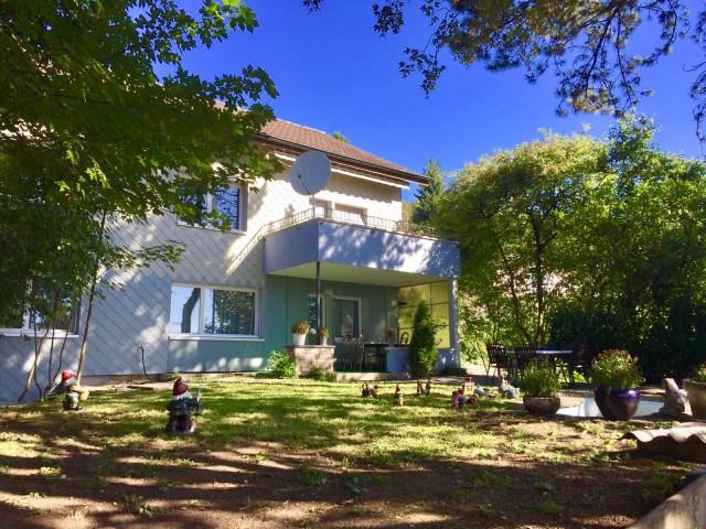Grosses Einfamilienhaus isoliert gelegen mit Blick auf die A 17019078