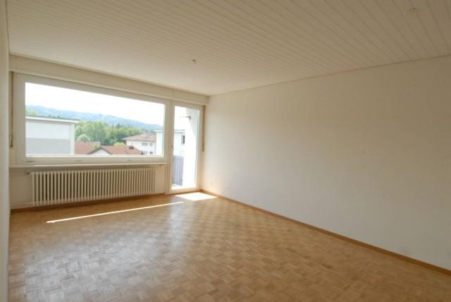 Grosszügige 4-Zimmerwohnung an idealer Lage im Niederamt! 15968559