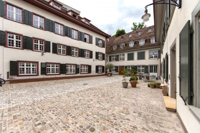 Einmalige Dachgeschosswohnung mit Galerie und Sauna in Altba 13763437