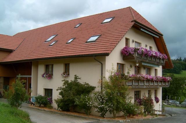 4.5 Z.Wohnung in 3 Fam. Landhaus unverbaute Lage mit Sicht a