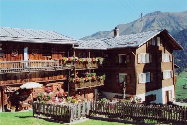 Renoviertes Bauernhaus (3 Wohneinheiten) an idyllischer Lage
