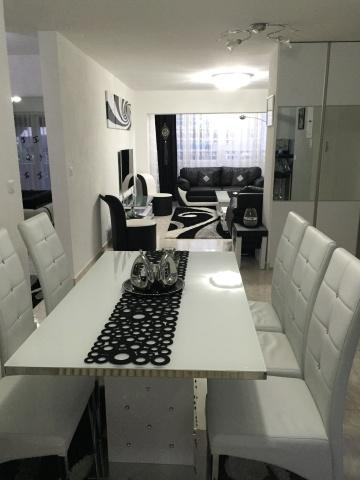 Appartement de 3.5 pièces, entièrement rénové, dans un petit 10590024