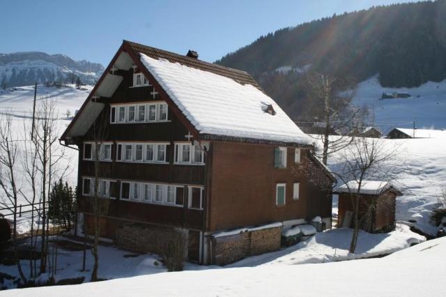 Grosszügiges Wohnhaus mit Einliegerwohnung an idyllischer La 10557233