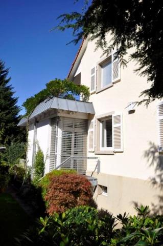 Hexental: elegantes Ein- bis Zweifamilienhaus aus den 30iger 12930030