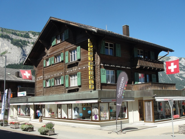 Sonnige 4-Zi Wohnung in Holzchalet an Toplage in Flims Waldh