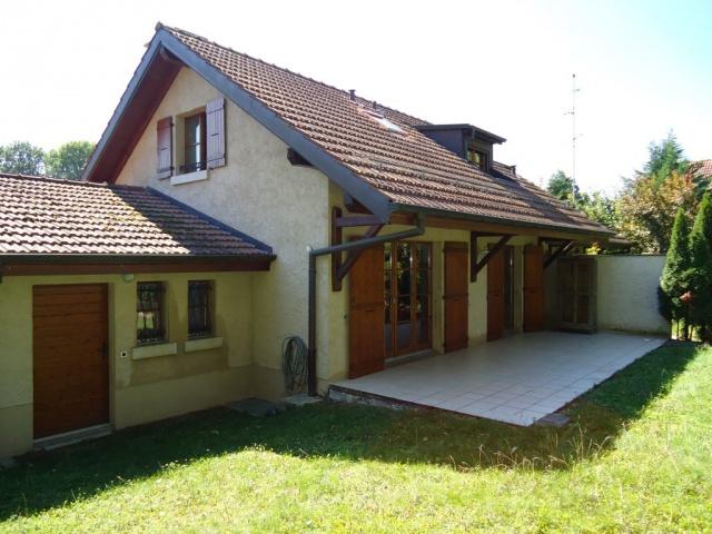 Villa Jumelle avec jardin privé et garage dans un endroit tr 11764892