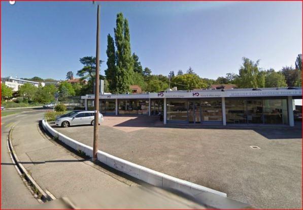Petit bureaux de 35m2 et +30 places parking face au Bout du