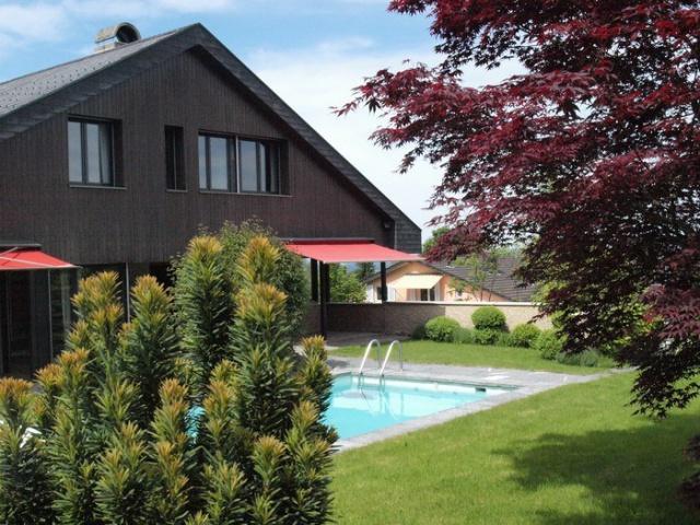 Modernes Einfamilienhaus mit wunderschönem Garten und Pool 8358940