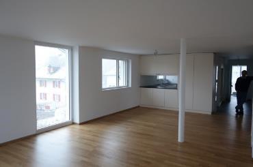 Schöne neue 4.5 Zimmer-Wohnung im Eigentumsstandard (ERSTVER 9814972