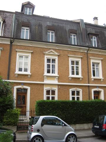 Attraktive, helle 2 Zimmer-Dachwohnung an zentraler, ruhiger