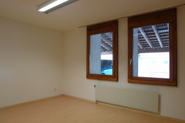 Grosszügige Wohnung als Büro / Gewerbe / Kindergarten etc. 13862878