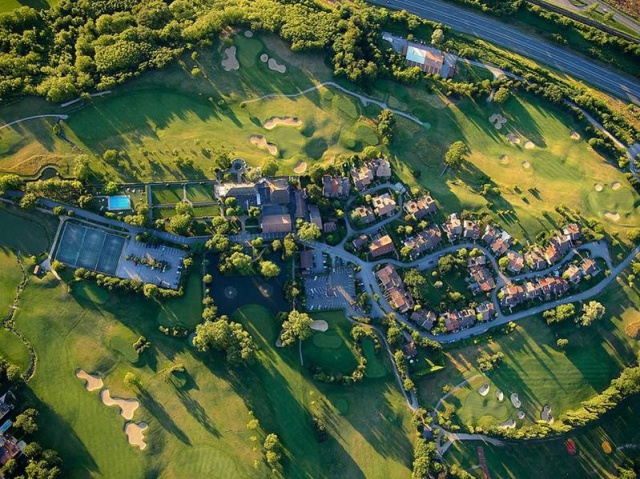 Maison mitoyenne dans le golf de Bossey à 10 min. de Genève