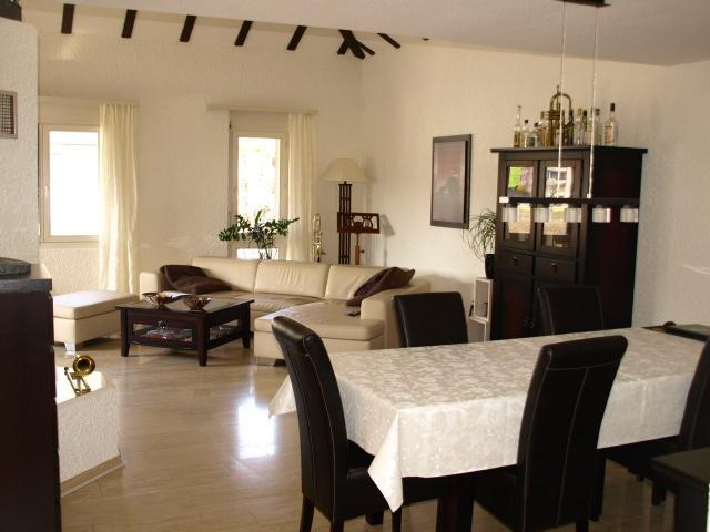 grosse 4.5 Zimmer-Wohnung mit speziellem Ambiente 10684868