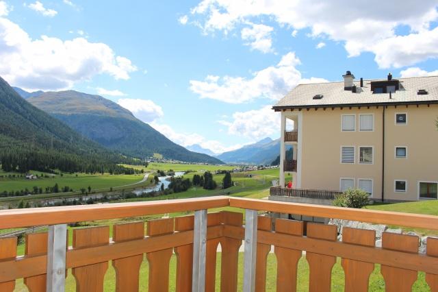 Grosse zweistöckige 4.5 Zimmer Wohnung mit schöner Bergsicht 12004695