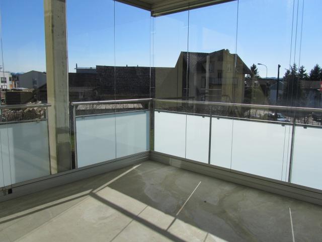 Geniessen Sie tolle Sommerabende auf Ihrem verglasten Balkon 10851081
