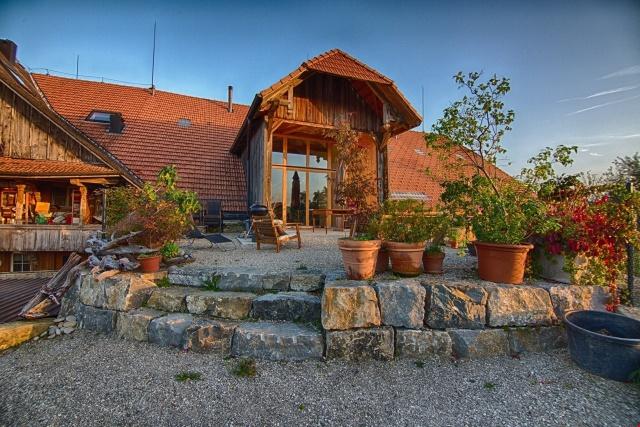 Neubauwohnung im Bauernhaus - 7.5-Zimmer-Maisonette 12018795