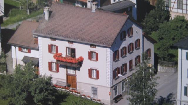 Stattliches Zweifamilienhaus mit Geschäftsräumen 12377540