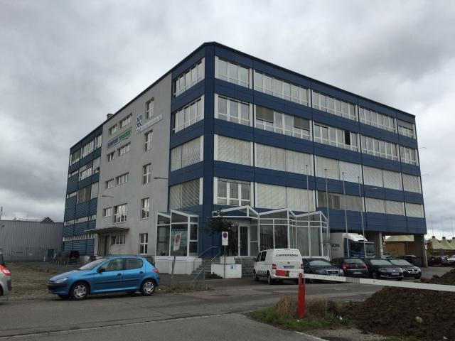 Geschäftsräume: Büroräume (430 m2), Lager (217 m2) und 7 Par