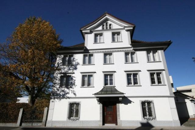 Grosses Herrschaftshaus an hervorragender Wohnlage!
