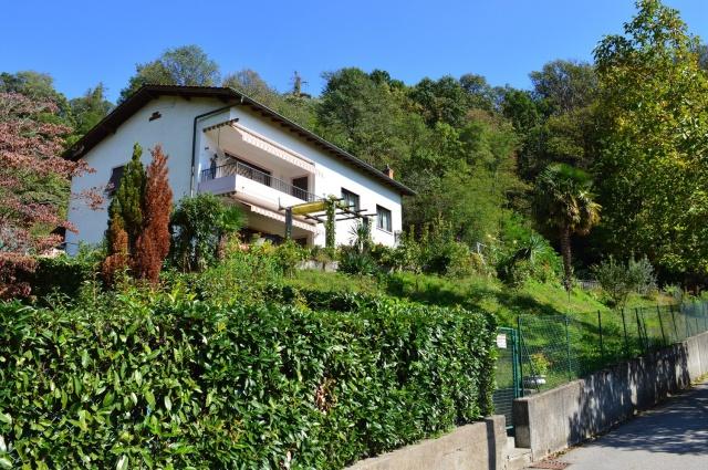 Villa bifamiliare con molto terreno 12449267