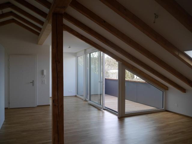 2.5 Zimmer-Dachwohnung mit grosser Loggia 10590038