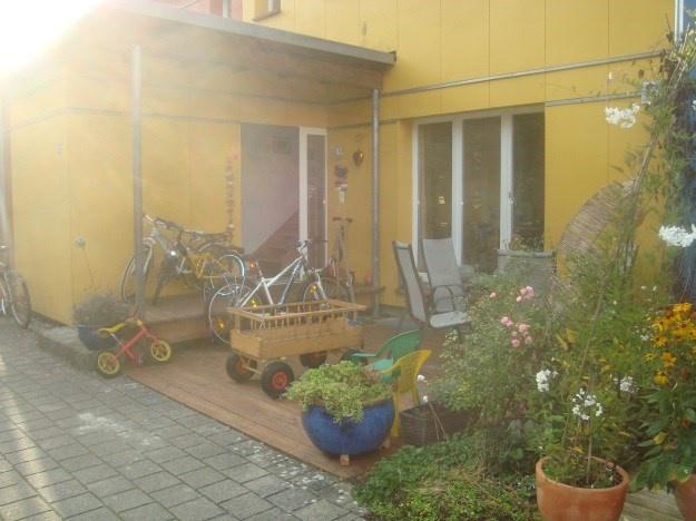 Modernes NiedrigEnergie-Haus, familienfreundlich mit viel Gr