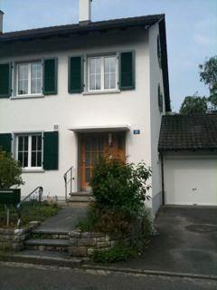 6 Zimmereinfamilienhaus mit Garage und Pool zu vermieten 10693822