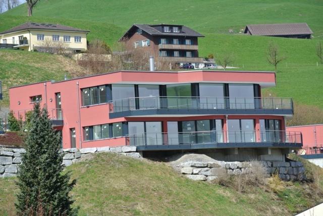 Luxuriöse 6,5 Zi.- Neubau-Villa an traumhafter Lage mit Pano 10170022