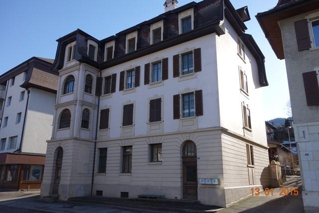 Reconvilier - Immeuble locatif de 3 appartements et atelier  9813672