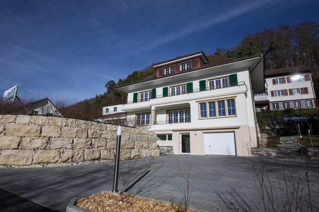 Villa in Gampelen - NEU renoviert