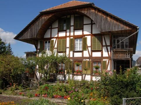 2-Familienhaus mit Scheune