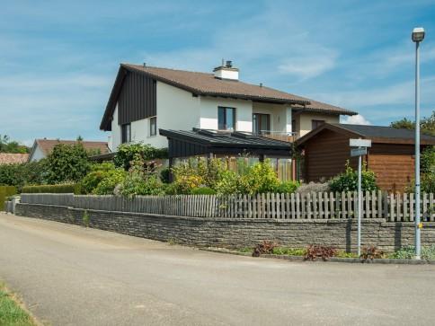 4.5 Zimmer Doppel-Einfamilienhaus im Grünen