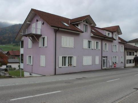 4 Eigentumswohnungen und 5 Garagen