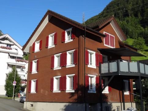 8.5-Zimmer-Einfamilienhaus mitten im Dorfzentrum mit Seesicht