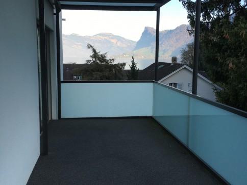 Attraktive 4 1/2 - Zimmerwohnung mit Berg- und Seesicht