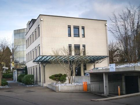 Ausgebaute Büro-/ Dienstleisungsflächen mit 141m2 zu vermieten