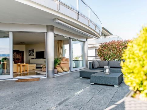 Edle, stilvolle Attika mit atemberaubender Zürichsee-Sicht