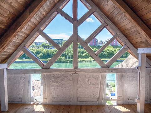 Einseitig angebautes 6.5 Zimmer Einfamilienhaus mit Rheinanstoss