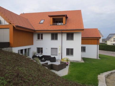 Erstvermietung DG-Neubauwohnung im Dreifamilien-Bauernhaus