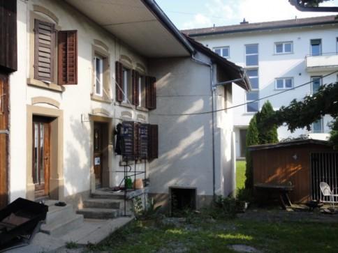 Gemütlicher Hausteil mit Sitzplatz, Garage, Schopf Keller und Garten