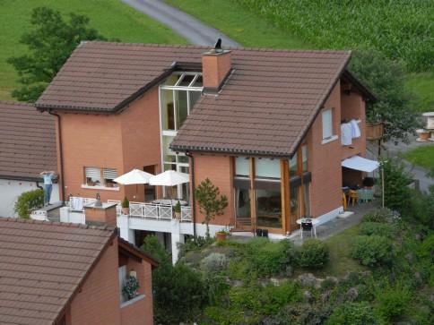 Geräumiges 7.5-Zimmer Familienhaus an ruhiger, erhöhter Seesicht-Lage