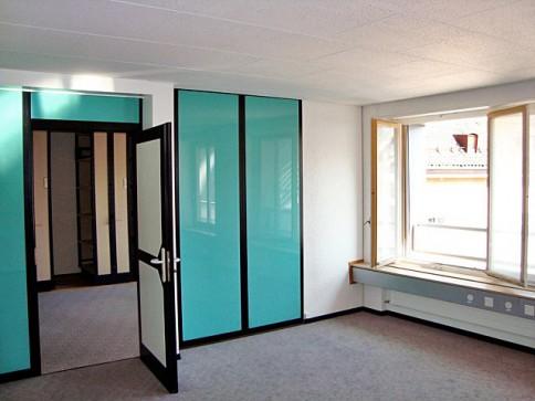 Grand bureau transformable en un ou deux logements à La Chaux-de-Fonds