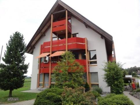 Grosse 4.5-Zimmerwohnung im Dach- und Kehlgeschoss + Garage