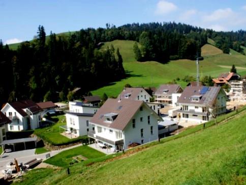Grosse, moderne 5.5 Zimmer Galerie-Dachwohnung (150m2) - ETW-Standard