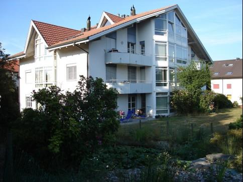 Grosszügige 3,5 Zimmer-Gartenwohnung mit Parkplatz